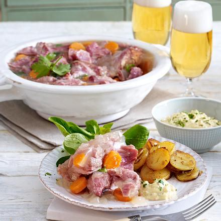 Eisbein-Sauerfleisch zu Bratkartoffeln Rezept