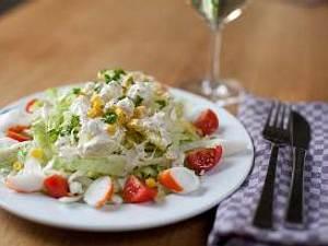 Eisbergsalat mit Cherry Tomaten und Krebsfleisch Rezept