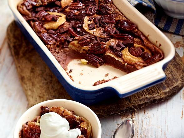 Englischer Schokoladen-Pudding mit Äpfeln und Pecannüssen Rezept