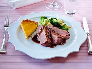 Entenbrust in Burgunder-Jus mit Pilztarte und Kürbis-Frischkäsecreme Rezept