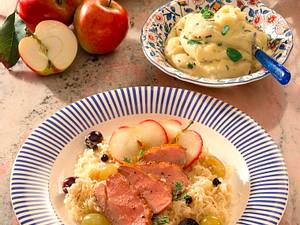 Entenbrust mit Sauerkraut auf Weintrauben Rezept