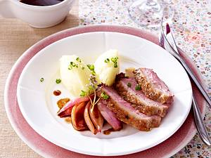 Entenbrustfilets mit Kartoffelpüree-Nocken und eingekochten Schalotten Rezept