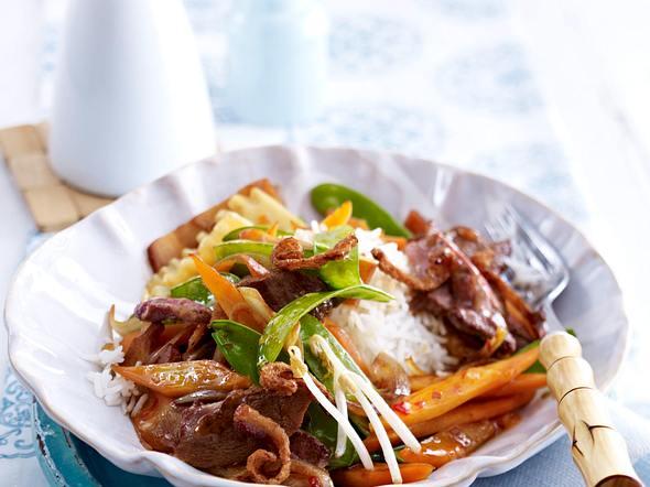 Entenbrustgeschnetzeltes mit Bambus, Möhren, Zuckerschoten und Sprossen in Chilisoße und Basmatireis Rezept