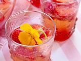 Erdbeer-Campari-Bowle mit Kapuzienerblüten Rezept