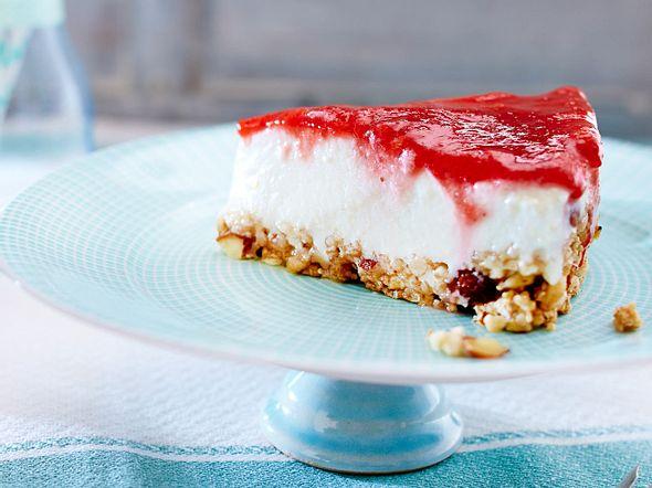 Erdbeer-Colada-Cake mit Knusperboden Rezept