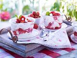 Erdbeer-Eton-Mess : Baiser-Sahne-Traum mit Erdbeeren Rezept