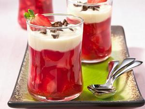 Erdbeer-Grütze mit Joghurthaube Rezept