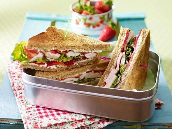 Erdbeer-Hähnchen-Sandwich mit Pfeffer-Frischkäse Rezept