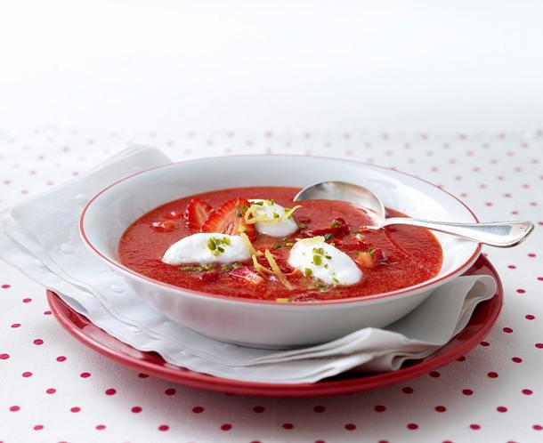 Erdbeer-Kaltschale mit Schneeklößchen Rezept