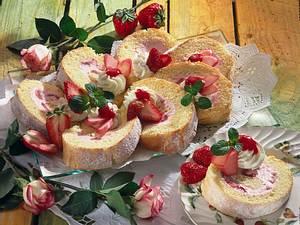 Erdbeer-Rhabarber-Rolle Rezept