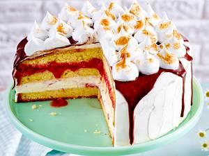 Erdbeer-Rhabarber-Torte mit Baisertupfen Rezept