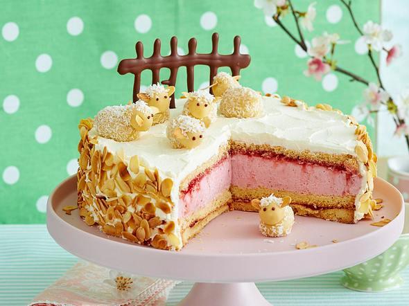 Erdbeer-Sahne-Torte mit Marzipan-Schafen Rezept