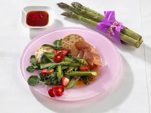 Erdbeer-Spargelsalat mit Parmaschinken Rezept