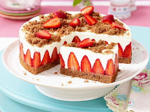 Erdbeer-Torte mit Schokoboden und Quarkcreme Rezept