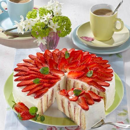 Erdbeer-Wickel-Torte mit Quarksahne Rezept
