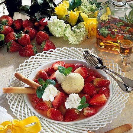 Erdbeerdessert mit Vanille-Eis Rezept