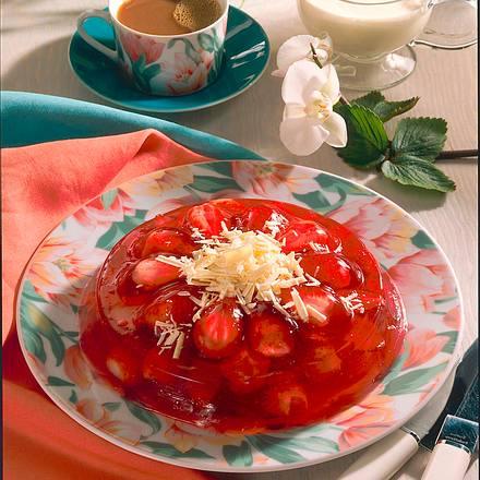Erdbeergelee mit Eissoße Rezept