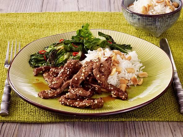 Express-Sesamrindfleisch mit feurigem Mangold Rezept