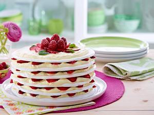 Strawberry Meringue/Pavlova Cake Rezept