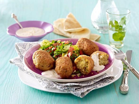 Falafel mit Sesamdip und Salat Rezept