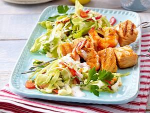 Farmersalat mit gegrillten Fischspießchen Rezept