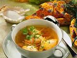 Feine Bouillon mit Lachsklößchen Rezept
