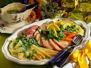 Feine Gemüseplatte mit dreierlei Fleisch Rezept