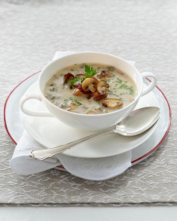 feine pilzsuppe mit pfifferlingen und champignons rezept lecker. Black Bedroom Furniture Sets. Home Design Ideas