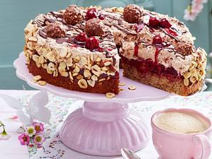 Feine Rocher-Torte mit Kirschdeko Rezept