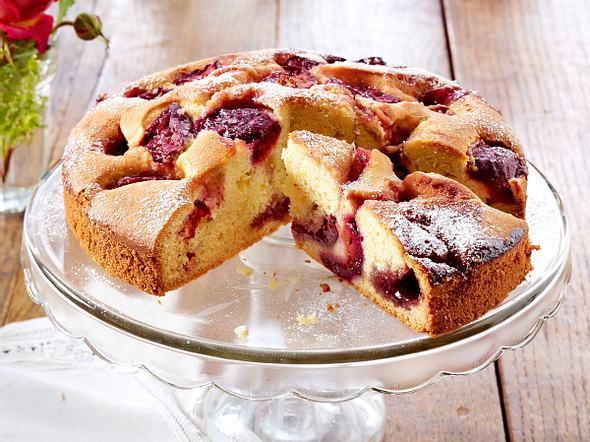 Feiner Pflaumenkuchen mit Eierlikörsahne Rezept
