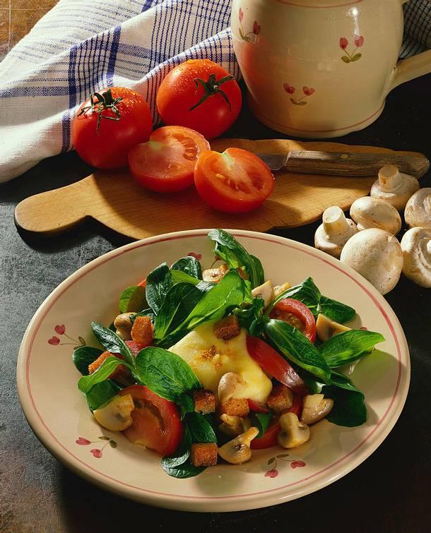 Feldsalat mit Kartoffelsoße Rezept