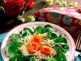 Feldsalat mit Möhrenröschen Rezept