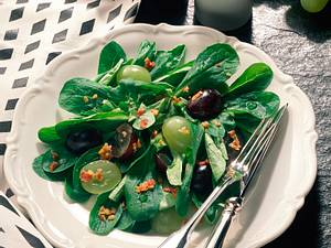 Feldsalat mit Weintrauben und Speck Rezept