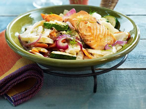 Fenchel-Gemüse-Pfanne mit Lachsfilet Rezept