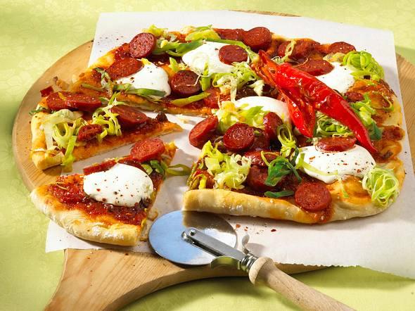 Feurige Salami-Pizza Rezept