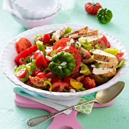 Feuriger Tomatensalat mit Hähnchenfilet Rezept