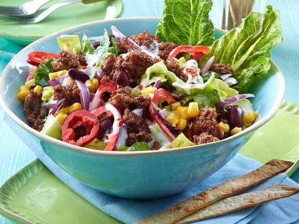 Feuriger Tortilla-Salat mit Mais  Rezept