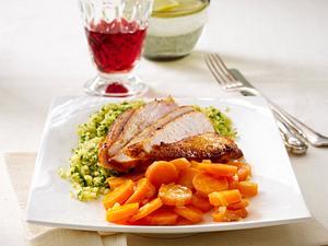Feuriges Hähnchenfilet zu Petersilien-Bulgur und Koriander-Möhren (Single) Rezept
