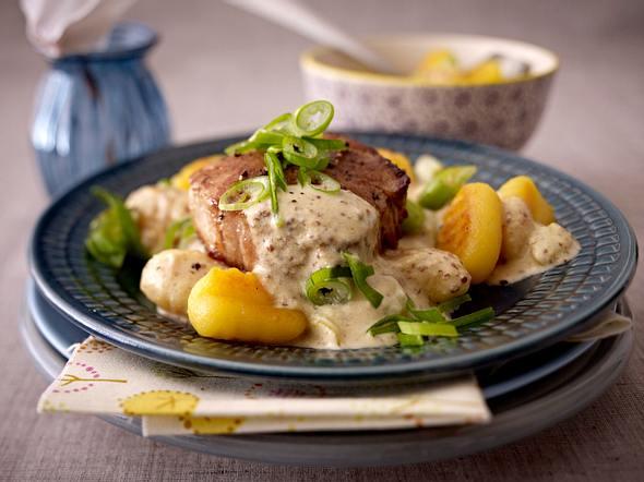 Filetsteak mit körniger Senfsoße und Gnocchi Rezept