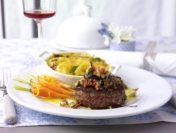 Filetsteak mit Oliven-Pancetta-Kruste und Kartoffel-Salbei-Gratin Rezept