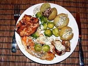 Fisch, Rosenkohl, Kartoffeln mit Soja-Kräuter-Dip Rezept