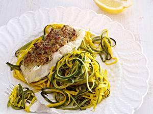 Fischfilet mit Kräuterkruste auf Zucchini-Julienne Rezept