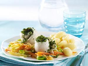 Fischröllchen auf Juliennegemüse Rezept