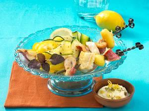 Fischspieße auf Zucchinisalat Rezept