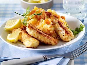 Fischstäbchen XXL vom Backblech zu Kartoffel-Möhren-Püree Rezept