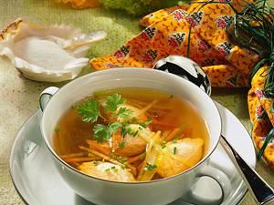 Fischsuppe mit Lachsklößchen Rezept
