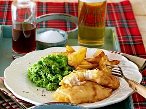 Fish and Chips mit gestampften Erbsen Rezept
