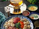 Fleisch-Gemüse-Fondue mit Hühnerbrühe Rezept