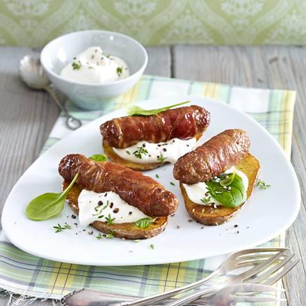 Fleisch-Parmaröllchen auf gerösteten Kartoffelscheiben Rezept