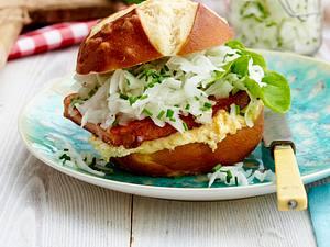 Fleischkäse-Burger mit Rettich und Obatzda Rezept